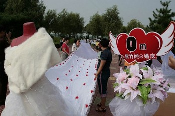 Самая длинная в мире фата – 2162 м. Фото с epochtimes.com