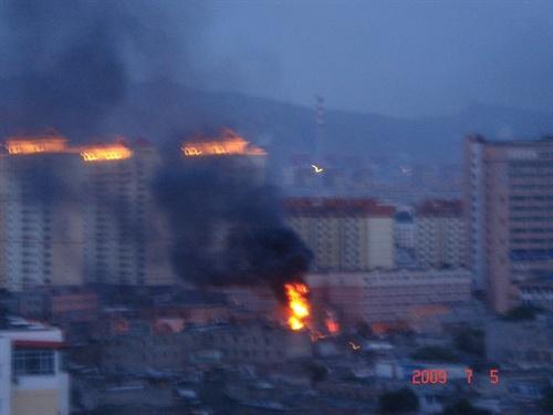 Фото с места событий. Город Урумчи. 5 июля 2009 года. Фото с epochtimes.com