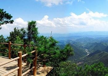 Район в посёлке Чинлянфэн провинции Чжэцзян, в котором 13 августа произошёл горный обвал. Фото с epochtimes.com