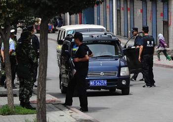 На улицах Урумчи обстановка всё ещё остаётся напряжённой. 17 июля 2009 года. Фото: FREDERIC J. BROWN/AFP/Getty Images