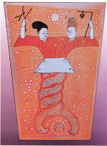 Император Фу Си со своей женой Богиней Нюйва. Это древнее изображение, сделанное на шёлке, было найдено в гробнице в провинции Синьцзян в 2005 году