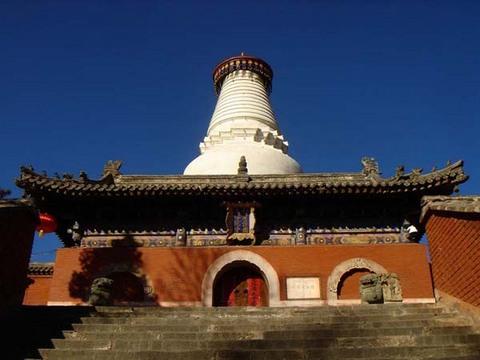 Белая пагода монастыря Таюань является символом Уйташань. Фото с epochtimes