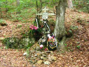 Памятный крест, установленный на месте захоронения жертв красного террора в Ялте 1920-1921 г.г. Июль 2008 г.