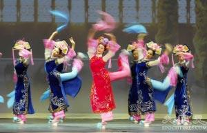 Маньчжурский танец. В китайском языке слово «музыка» содержит иероглиф «медицина». В древности музыку использовали в лечебных целях и для сохранения хорошего здоровья. Об этом можно узнать на сайте труппы «Божественное искусство», который знакомит пользователей Интернета с мифами и легендами и рассказывает о танцах, музыке и традиционном китайском искусстве. Фото: bestchineseshows.com