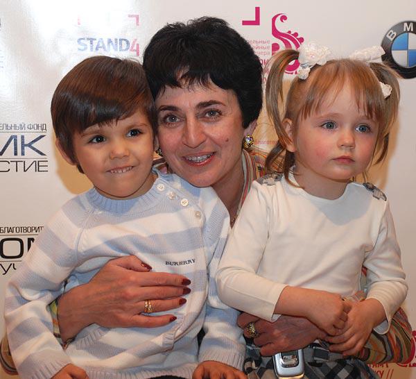 Ольга Барщевская (со своими детьми): «Сейчас так много обездоленных несчастных детишек. Для них эти мероприятия очень-очень важны». Фото: Юлия Цигун/Великая Эпоха