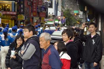 Зрители на параде. Фото: Великая Эпоха