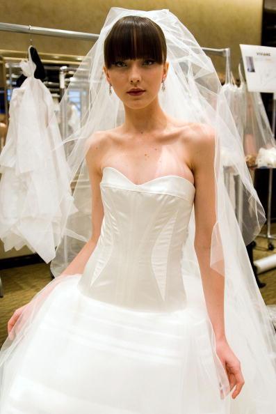 Свадебные платья от Carolina Herrera.Сезон весна 2010. Фото: Rob Loud/Getty Images