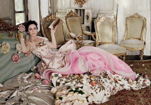 Ренессанс в фотоссесии Emily Blunt для Vanity Fair. Фото с efu.com.cn