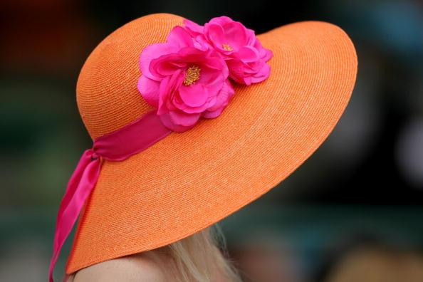 Шляпы и шляпки в Жокей-клубе в Кентукки. Фото:Gentner/Getty Images