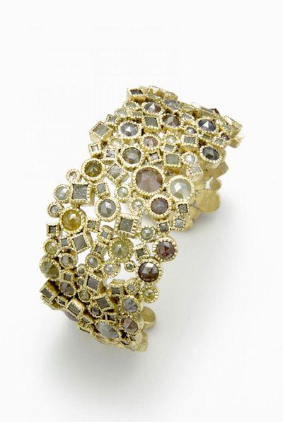 Браслет от TODD REED: золотой браслет с не ограненными алмазами в кубической оправе и бриллиантами, ограненными «розой». Фото: toddreed.com