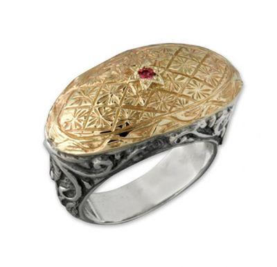 Кольцо от DAVID TISHBI: оксидированное серебро с золотым теснением и рубином. Фото: davidtishbi.com