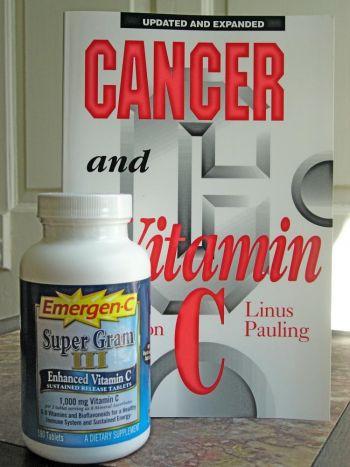 Д-р Линус Паулинг - сторонник больших доз витамина С. Фото: Луис Валентайн /Великая Эпоха