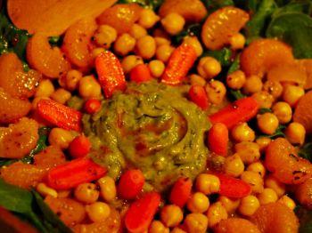 Салат из шпината полон фруктами и овощами, богатыми клетчаткой. Фото: Кат Рунеи /Великая Эпоха