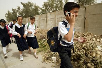 По мнению эксперта, дети в возрасте до восьми лет не должны пользоваться мобильным телефоном ни при каких обстоятельствах. Фото: ALI YUSSEF/AFP/Getty Images
