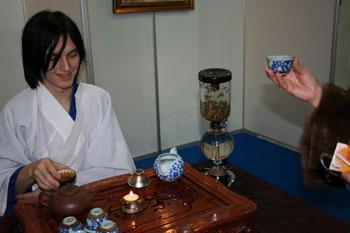 Андрей от клюба Чайной Культуры. Фото: Оксана Щеткина /Великая Эпоха