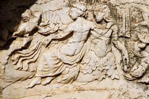 Художественный рельеф храма. Фото Бернда Крегеля