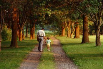 Отцы имеют очень большое значение для здорового развития ребенка и помогают ему вырасти сострадательным, уверенным, уравновешенным человеком. Фото: photos.com