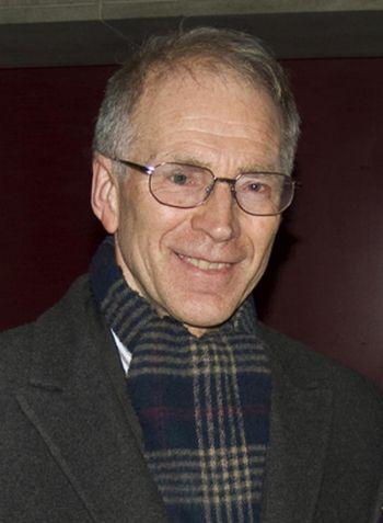 Мистер Хеллеланд, преподаватель на кафедре лингвистики в университете Осло