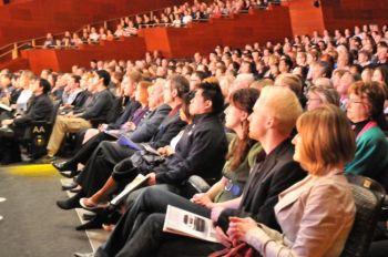 Очарованная публика Северной Альберты в Юбилейном зрительном зале. Фото: Великая Эпоха