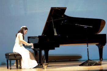 Лянь На получила серебреную награду конкурса пианистов NTD. Фото: Дай Бин/ Великая Эпоха
