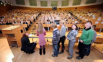 Исследователи-дети представляют свои результаты. Фото: Jupitz, TUHH