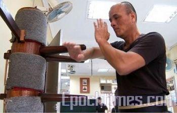 Чиу Хок Инь, мастер вин-чун кунг-фу, хорошо владеет искусством китайского бокса. Он хочет, чтобы конкурс традиционных боевых искусств имел беспрецедентный успех. Фото: Великая Эпоха
