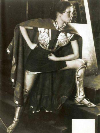 Кэтрин Хепберн в спектакле «Воинствующий муж» (1932). Фотография, сделанная  White Studio. Новая выставка в Общественной библиотеке Нью Йорка, рассказывающая об известной актрисе, открылась 10 июня. Фото: Billy Rose Theatre Division,The New York Public Library for the Performing Arts