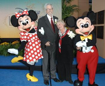 Уэйн Оллвайн со своей женой посещают 13 октября 2008 года Студию Walt Disney в Бербанке, Калифорния. Фото: Stephen Shugerman/Getty Images