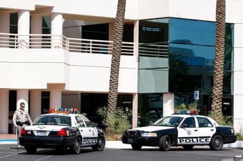 Лас-Вегас: обыск в медицинской клинике личного врача Майкла Джексона, - д-ра Конрад Мюррея, 28 июля 2009 года. Фото: Ethan Miller/Getty Images