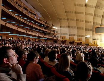 За эти годы труппа «Divine Performing Arts» выступала на самых престижных театральных сценах мира, включая зал Radio City в Нью-Йорке