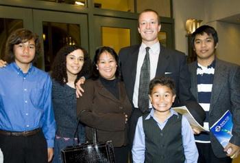 Марина (вторая слева) и ее семья. Фото: Цзи Юань/Великая Эпоха