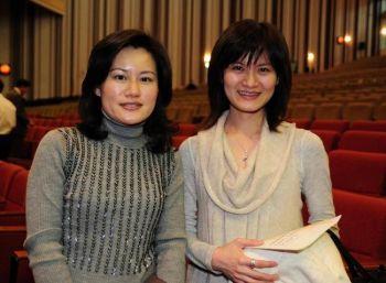 Чуан Бижуа (слева), доцент музыки в Университете образования Пинтун, и Лянь Циюй, руководитель женского хора Тайчуна. Фото: Ли Чиасин /Великая Эпоха