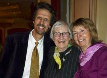 Супружеская чета Арнелл с матерью посмотрели вечернее представление в Стокгольме. (Hans Bengtsson/The Epoch Times)