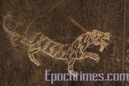 Картины на стенах могил. фото: Великая Эпоха