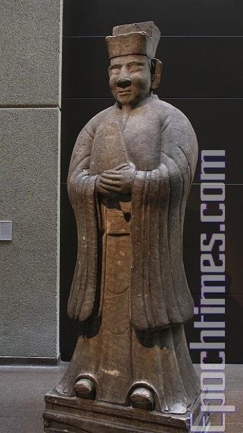 Статуя чиновника, камень.   фото: Великая Эпоха