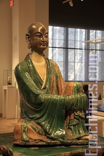 Статуя Архата, династия Лиао. фото: Вэликая Эпоха