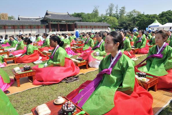 18 мая, в Сеуле, Южная Корея, состоялся традиционный обряд Совершеннолетия. Фото: Getty Images