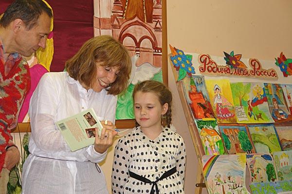 Всем в подарок книги с автографами авторов! Фото: Нина Делакова