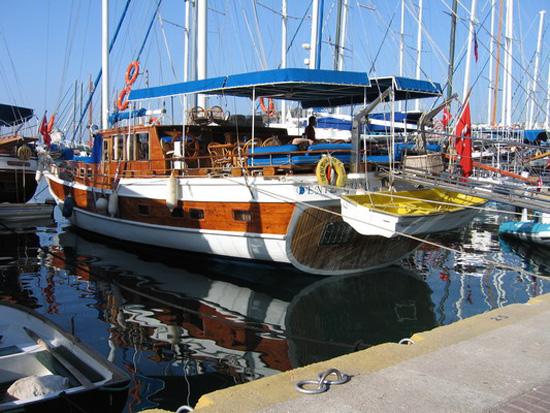 Яхта «Deniz Gulu» у причала. Фото: Ирина Рудская/Великая Эпоха