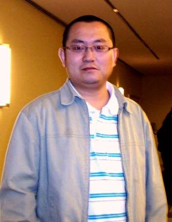 Мистер Лю, который эмигрировал из Китая в Канаду три с половиной года назад, смотрит концерты DPA каждый год, с той поры как он прибыл в Торонто. Фото: Квинси Юй/ Великая Эпоха
