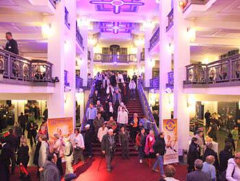 Фридрихштадтпаласт в Берлине, где с успехом прошли концерты Shen Yun Performing Arts. Фото: Маттиас Керрайн/Великая Эпоха