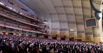 Аншлаг в концертном зале Радио-Сити в Манхэттене во время выступления DPA. Фото: Ма Ючжи/The Epoch Times