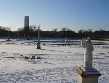 Париж накрыло снегом и льдом. Фото: chaskor.ru