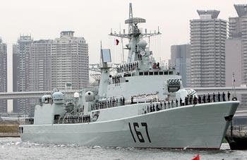 Китайский истребитель морских ракет Шеньчжень в Токио 28 ноября 2008 года. По мнению некоторых экспертов, развитие военного морского флота Китая повышает возможность того, что Тайвань потеряет свою независимость. Фото: Koichi Kamoshida/Getty Images