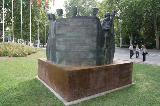 Памятник защите прав человека. Фото:Лора ЛАРСИА/Великая Эпоха