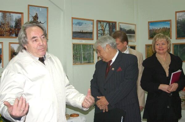 Выступление Влада Кулешова на открытии выставки. Фото: Ирина ОШИРОВА/Великая Эпоха