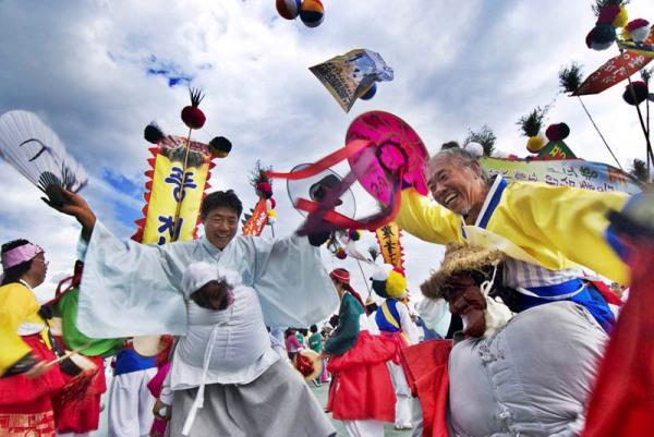 «Традиционный танец в масках». Автор: Холим Сун из Южной Кореи