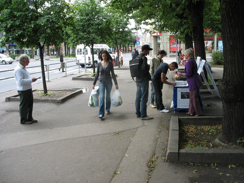 Центр помощи по выходу из коммунистических организаций.Фото Серж ПУРО