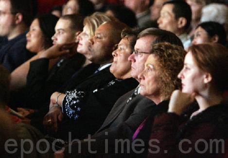 Колумбусские зрители затаив дыхание наблюдают за  удивительным выступлением DPA