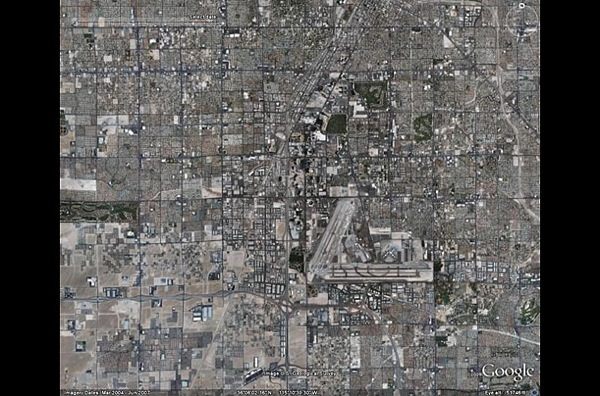 Лас-Вегас сегодня стал блестящими символом коммерческого успеха и развития. фото с Googel earth.